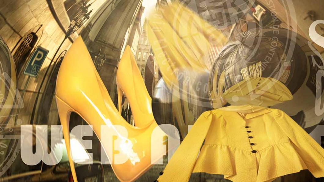 Bolas metalicas que reflejan zapatos de tacón de color amarillo y chaqueta amarilla - Oversal